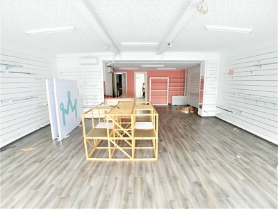 LOCAL COMMERCIAL A LOUER - COMINES CENTRE-VILLE - 180,4 m2 - 750 € HC par mois